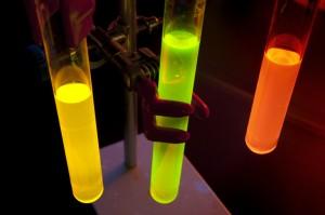 Composés organophosphorés émissifs pour le développement de diodes organiques électroluminescentes (OLED). L'objectif de ces recherches est le développement de dispositifs électroluminescents pour l'affichage ou l'éclairage<br /><br /> © CNRS Photothèque - Kaksonen<br /><br /> UMR6226 - Sciences chimiques de Rennes - RENNES